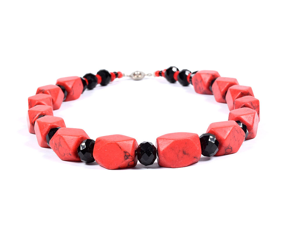 locally-made-beads-jewellery-jewelry-necklace-earring-bracelets-red-black-accra-ghana-deluxe-closet-gh-deluxeclosetgh-2018-001-04