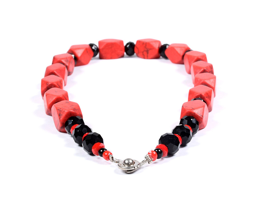 locally-made-beads-jewellery-jewelry-necklace-earring-bracelets-red-black-accra-ghana-deluxe-closet-gh-deluxeclosetgh-2018-001-05